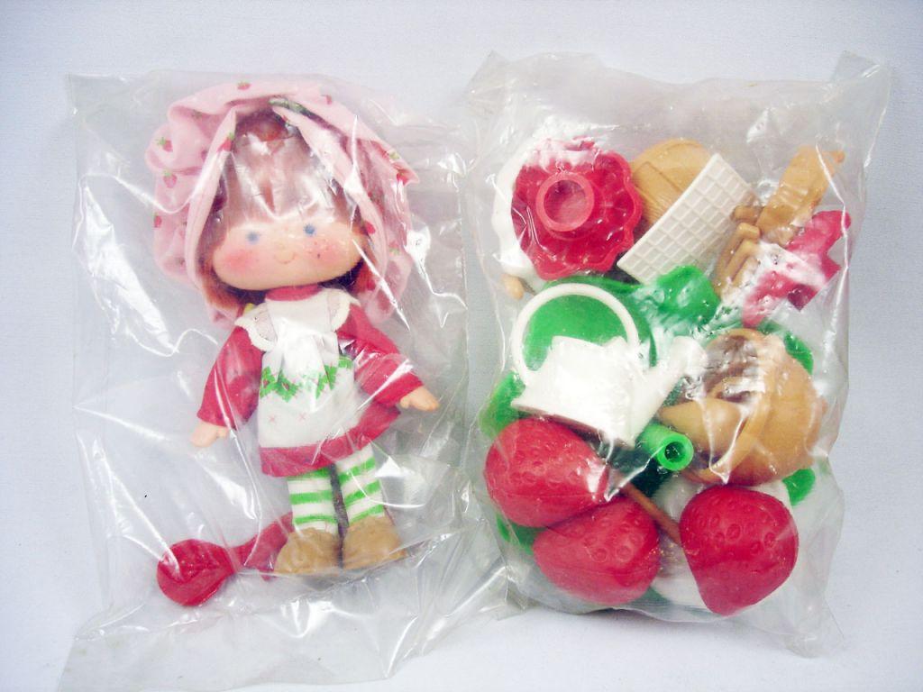 Charlotte aux fraises berry bake shoppe la maison des for Maison de charlotte aux fraises