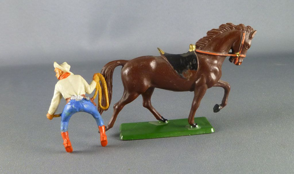 starlux___cow_boys___serie_61_ordinaire___cavalier_lasso_creme__bleu_cheval_brun_trot_ref_412_5