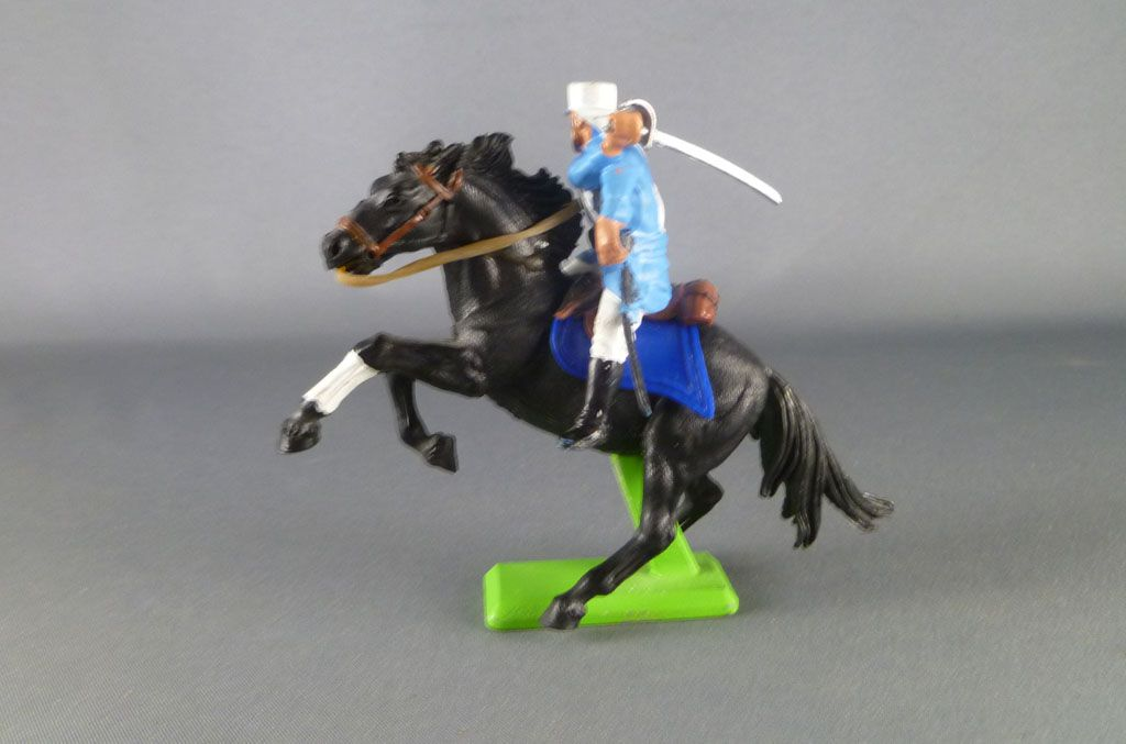 britains_deetail_legion_etrangere_francaise_cavalier_regardant_a_droite_sabre_sur_l_epaule_cheval_cabre_noir_4