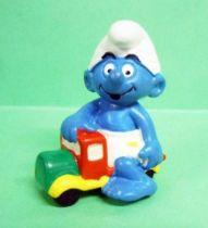 20447 Little Smurf on garbage truck