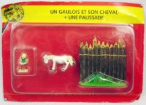 Asterix - Editions ATLAS - Le Village - n°45  Un gaulois et son cheval + une palissade