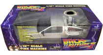 Back to the Future Part.I - Diamond Select Toys Delorean 1/15 Scale Time Machine (Light & Sound Effects)