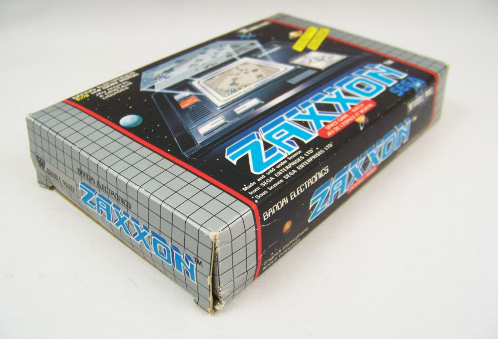 bandai_electronics___handheld_lcd_game___zaxxon__double_panel__02