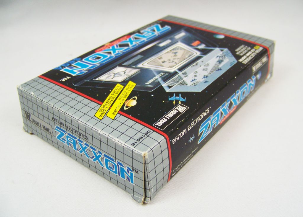 bandai_electronics___handheld_lcd_game___zaxxon__double_panel__03