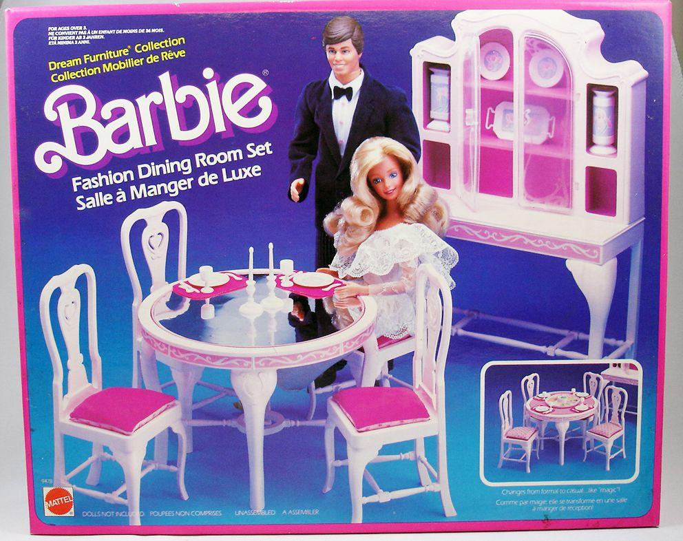 Barbie dining