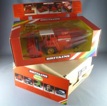 Britains - The Farm - Implement Massey Fergusson Combine Harvester ref 9570 (Mint in box)