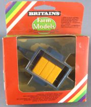 Britains - The Farm - Implement Mini Trailer with bales (ref 9551) (Mint in box)