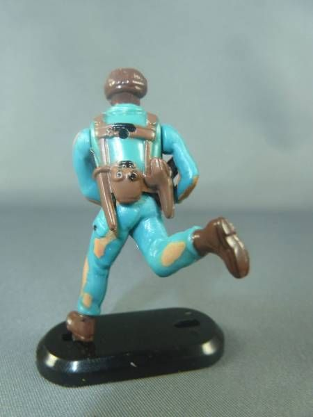 Britains Deetail - Modern Army - Camo Force running with rifle Moving Arms