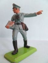 Britains Deetail - WW2 - German - 2sd series Officer giving order