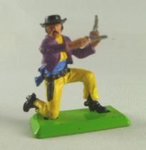 Britains Deetail Cowboy footed kneeling with two guns