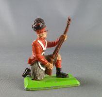 Britains Deetail Waterloo British Guard ( Scottish) kneeling both hands on rifle
