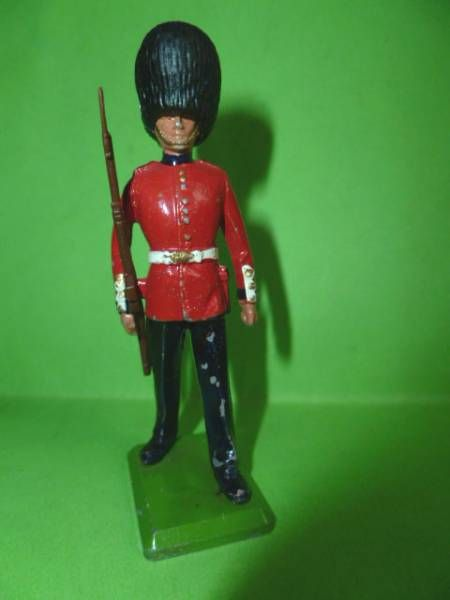 Britains Metal The Queen\'s Silver Jubilee Scots Guard rifle on shoulder