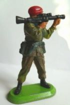 Britains Super-Deetail - Moderne Army - British Red Beret firing bazooka