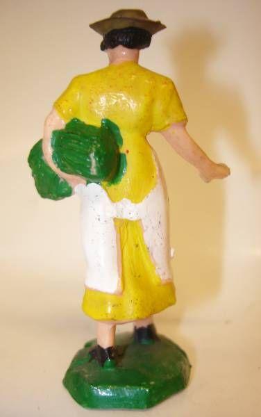Clairet - farm - Farm woman giving seeds (yellow & white)