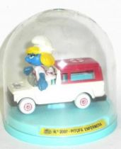 Die-Cast vehicule Guisval (Ref 2007) Mint in Box Smurfette ambulance