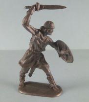 Elastolin - Moyen-âge - Homme d\'arme piéton combattant épée dessus la tête (réf 8838) Plastique souple
