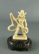 figurine_publicitaire_bonux___far_west___cow_girl_avec_lasso_sur_socle_1