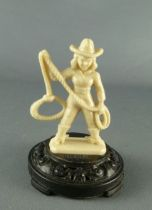 figurine_publicitaire_bonux___far_west___cow_girl_avec_lasso_sur_socle_1