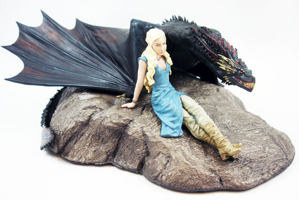 game_of_thrones___statuette_dark_horse___daenerys___drogon__2_