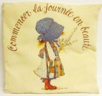 Holly Hobbie cushion \'\'Commencer la journée en beauté\'\'