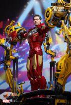 """Iron Man 2 - Suit-Up Gantry w/Iron Man Mark IV - 12\"""" figure Hot Toys Sideshow MMS 160"""