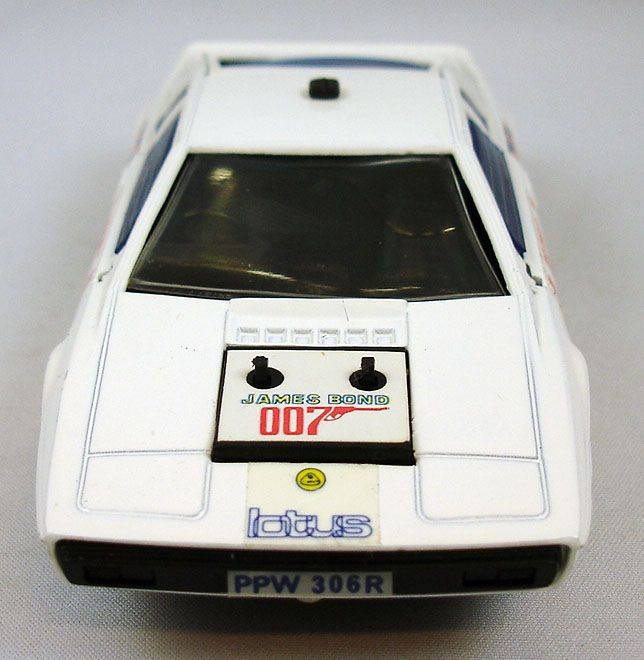 james_bond___eidai_grip___l_espion_qui_m_aimait___lotus_esprit_1_36eme__7_