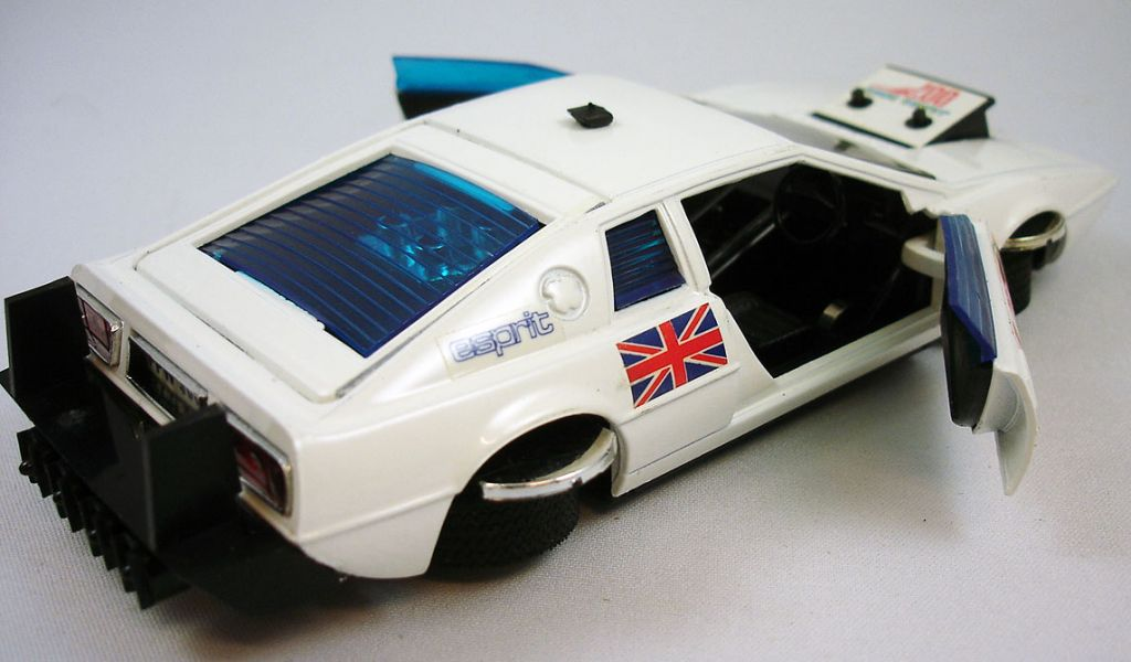 james_bond___eidai_grip___l_espion_qui_m_aimait___lotus_esprit_1_36eme__9_