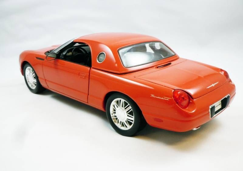 James Bond - The Beanstalk Group - Die another day - Ford Thunderbird Scale 1:18° (loose with box)