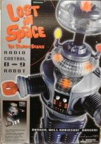 Lost in Space : the series - 2 feet tall Radio Control B-9 Robot - Trendmasters -  Mint on card