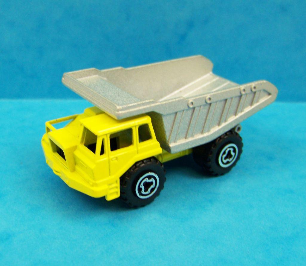 Camion de travaux cool camion t benne preneuse with - Camion toupie playmobil ...