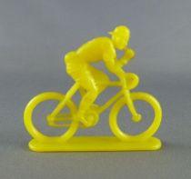 mariano_sottores___cycliste_plastique_monochrome___mangeant_jaune_1