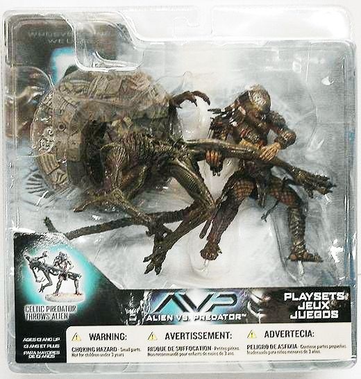 McFarlane - Alien vs Predator series 2 - Celtic Predator throws Alien