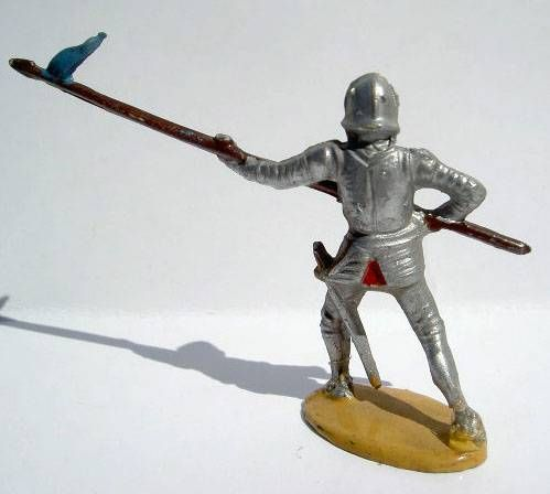 Merten 40mm - Middle Age - Footed Trooper in armour with spear (blue flag) (ref 348)