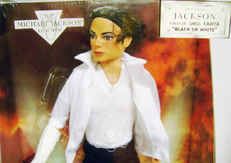 Michael Jackson - King of Pop - 12\'\' Collectible Doll - Michael Jackson sing \'\'Black or White\'\' + \'\'Beat It\'\' Costume
