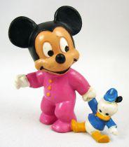 Mickey et ses amis - Figurine PVC Bully 1985 - Bébé Mickey (rose) avec poupée