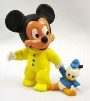 Mickey et ses amis - Figurine PVC Bully 1985 - Bébé Mickey avec poupée