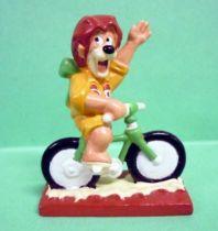 Motta (Ice Cream) - Max rides bicycle