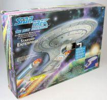 playmates___star_trek_the_next_generation___uss_enterprise_1701_d___vaisseau_son_et_lumieres__2_