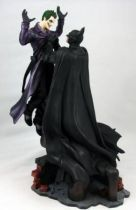 PureArts  - Batman Arkham Origins - Batman holding the Joker pvc statue- Batman