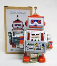 Robot - Mechanical Walking Tin Robot - Mechanical Robot (N.R.)