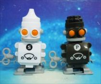 (Robot - Wind-Up - Salt & Pepper Robots (Suck Uk)