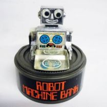 Robot - Wind-Up Bank - Robot Machine Bank - Everlast Toys Hong Kong (NO.558)