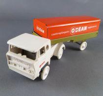 Sesame White pull up Bernard truck with Océan Bois Trailer