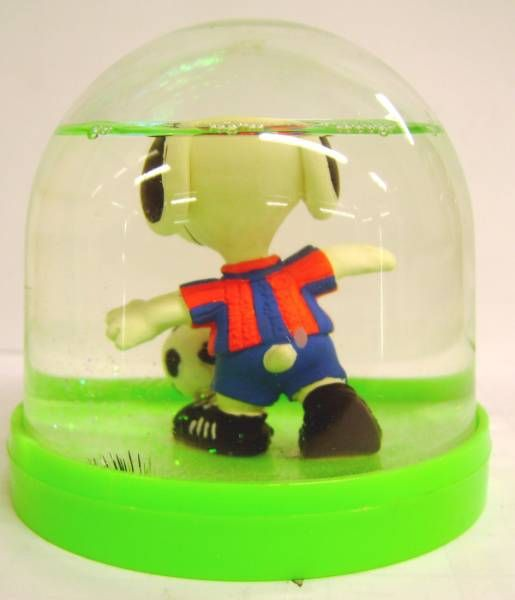 Snoopy - Comic Spain Snow Dome - Snoopy Soccer Player (Blue & Red T-shirt)