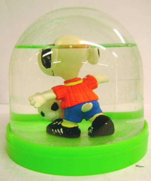 Snoopy - Comic Spain Snow Dome - Snoopy Soccer Player (Red T-shirt)