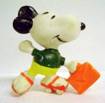 Snoopy - Schleich PVC Figure - Snoopy with Skate (Green T-Shirt)