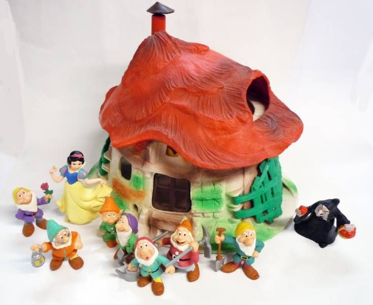 Snow White - Bullyland - Dwarfs\' House + 9 figures