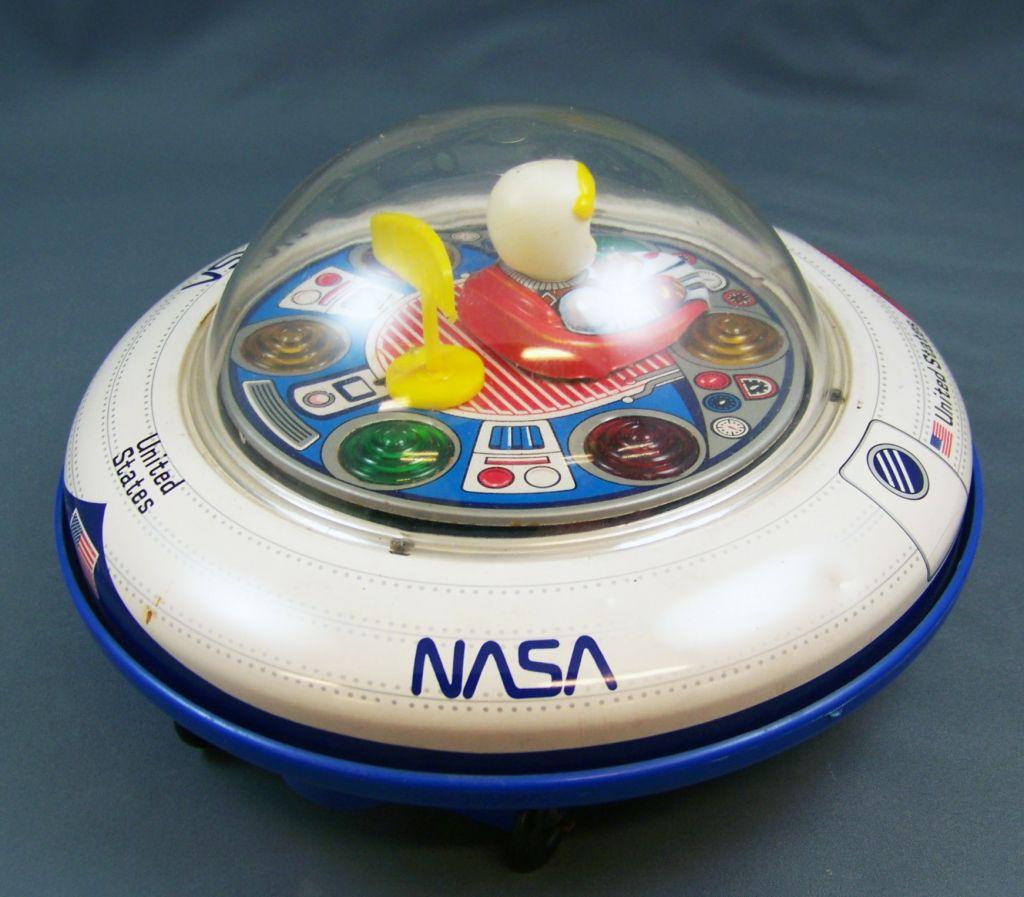 space_toy___vehicule_a_piles___nasa_spaceship_flying_sauce__masudaya__02