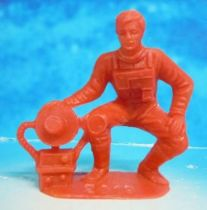 Space Toys - Comansi Plastic Figures - OVNI 2019: Astronaut (red)