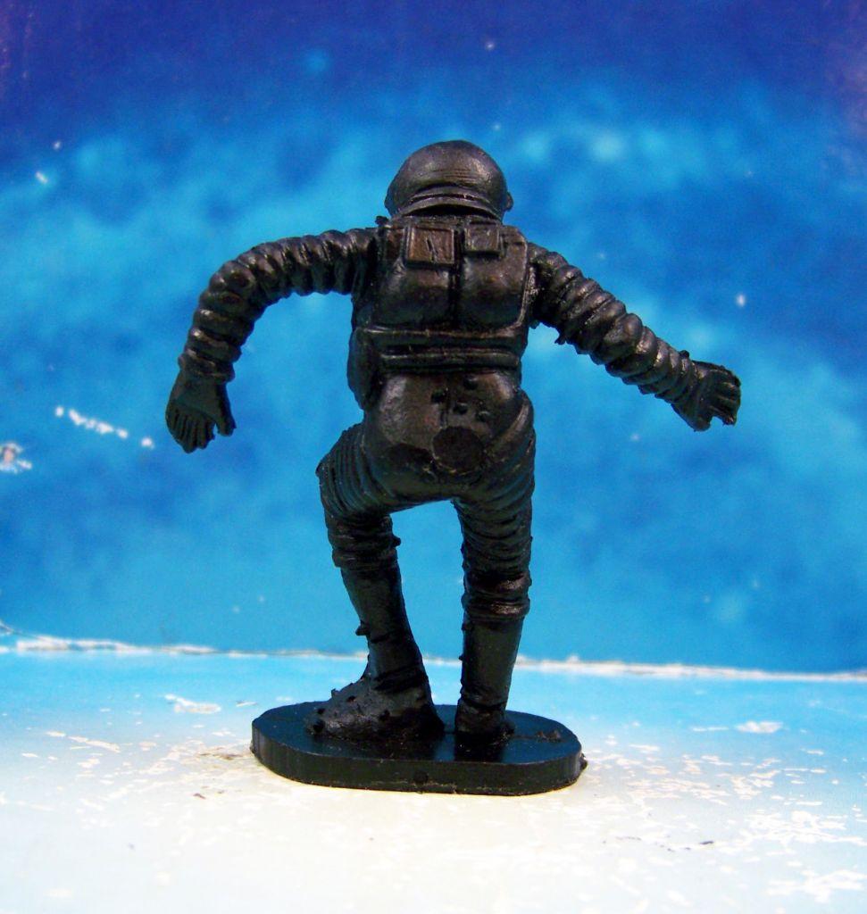Space Toys - Figurines Plastiques - Cosmonaute pied gauche sur rocher (Bonux couleur noire) 02
